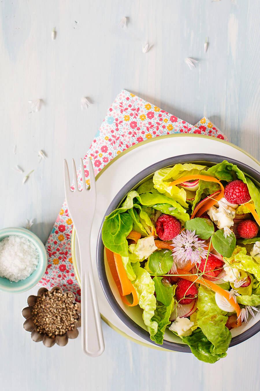 Salat mit Himbeeren