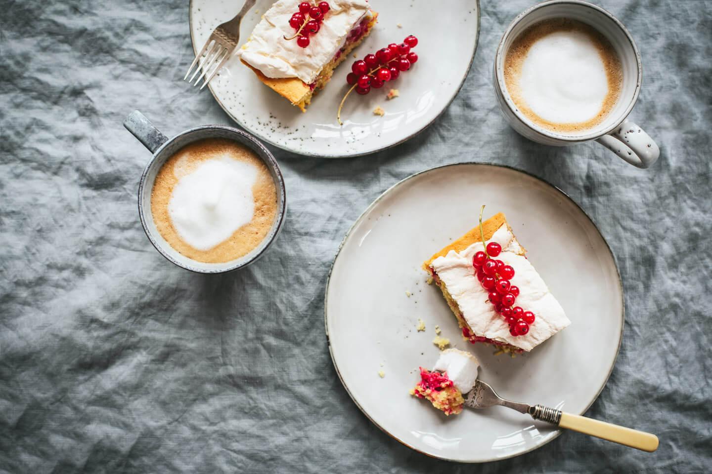Roter Johannisbeer-Kuchen mit Baiser